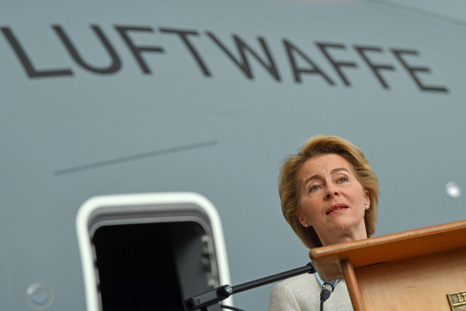 Урсула фон дер Лайен говори пред германски военни. Тя може да оглави ЕК като представител на ЕНП