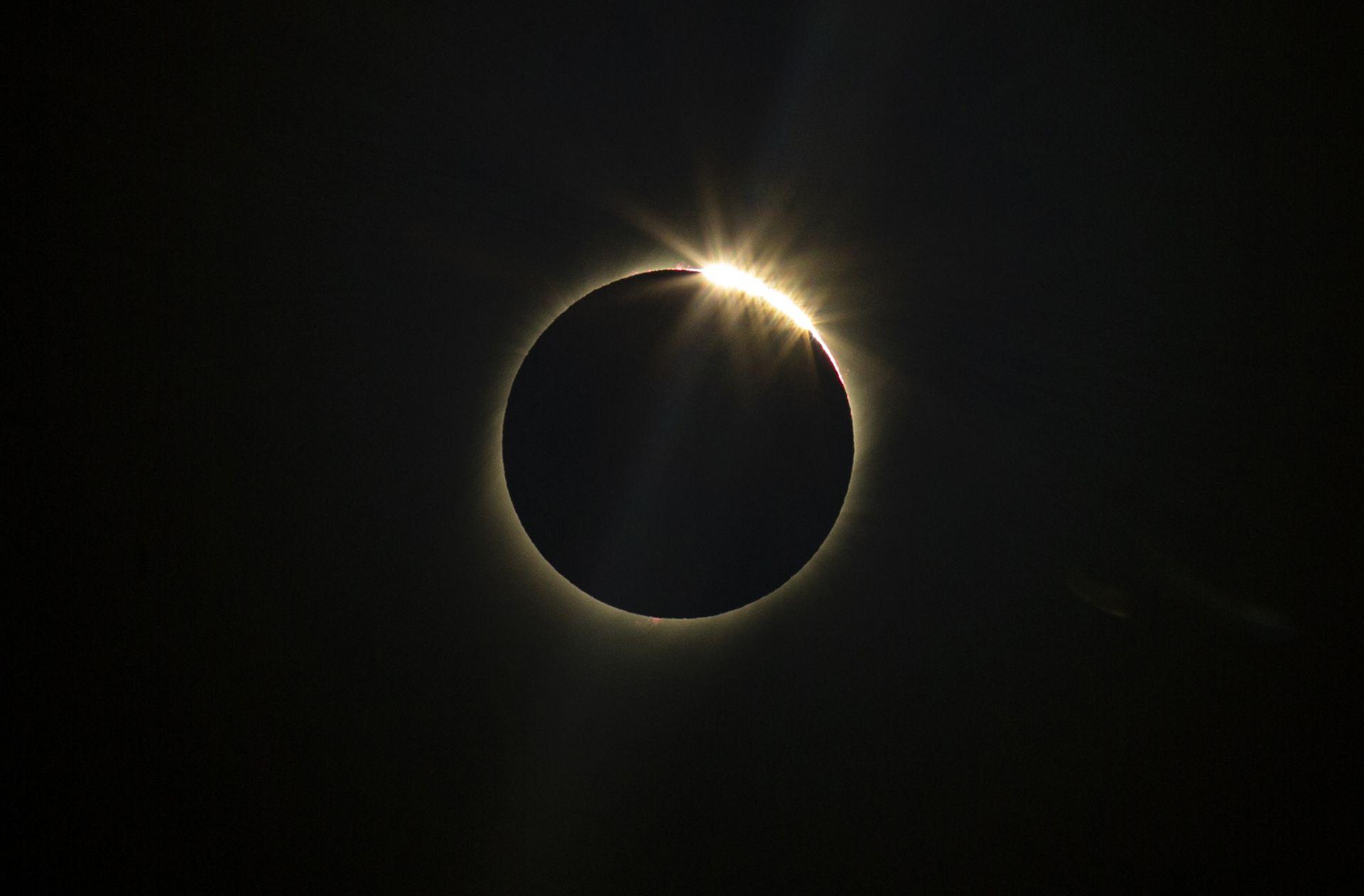 Пълно слънчево затъмнение в Ла Игуера, Чили