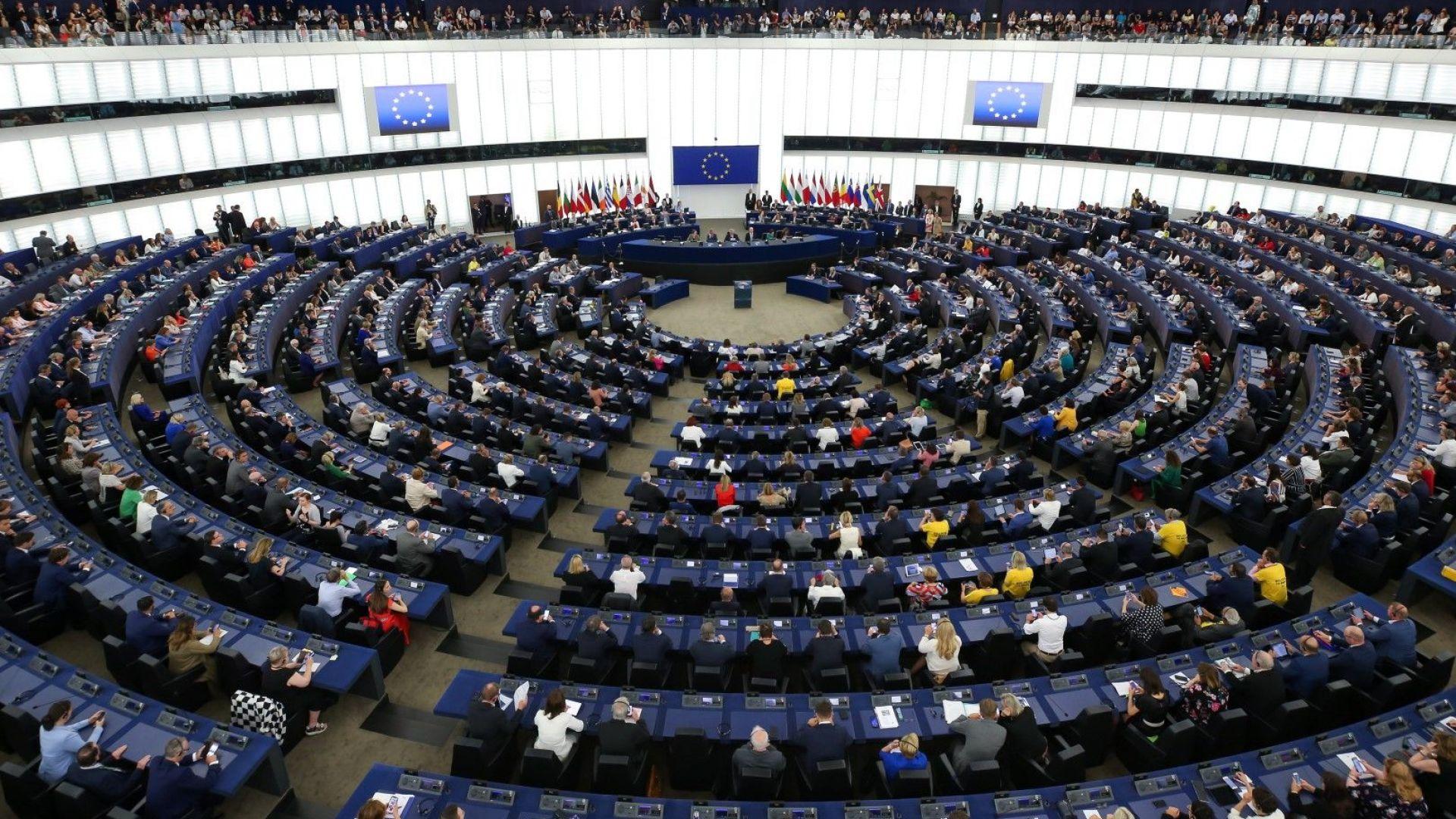 Четирима евродепутати са в надпревара за председателското място в ЕП