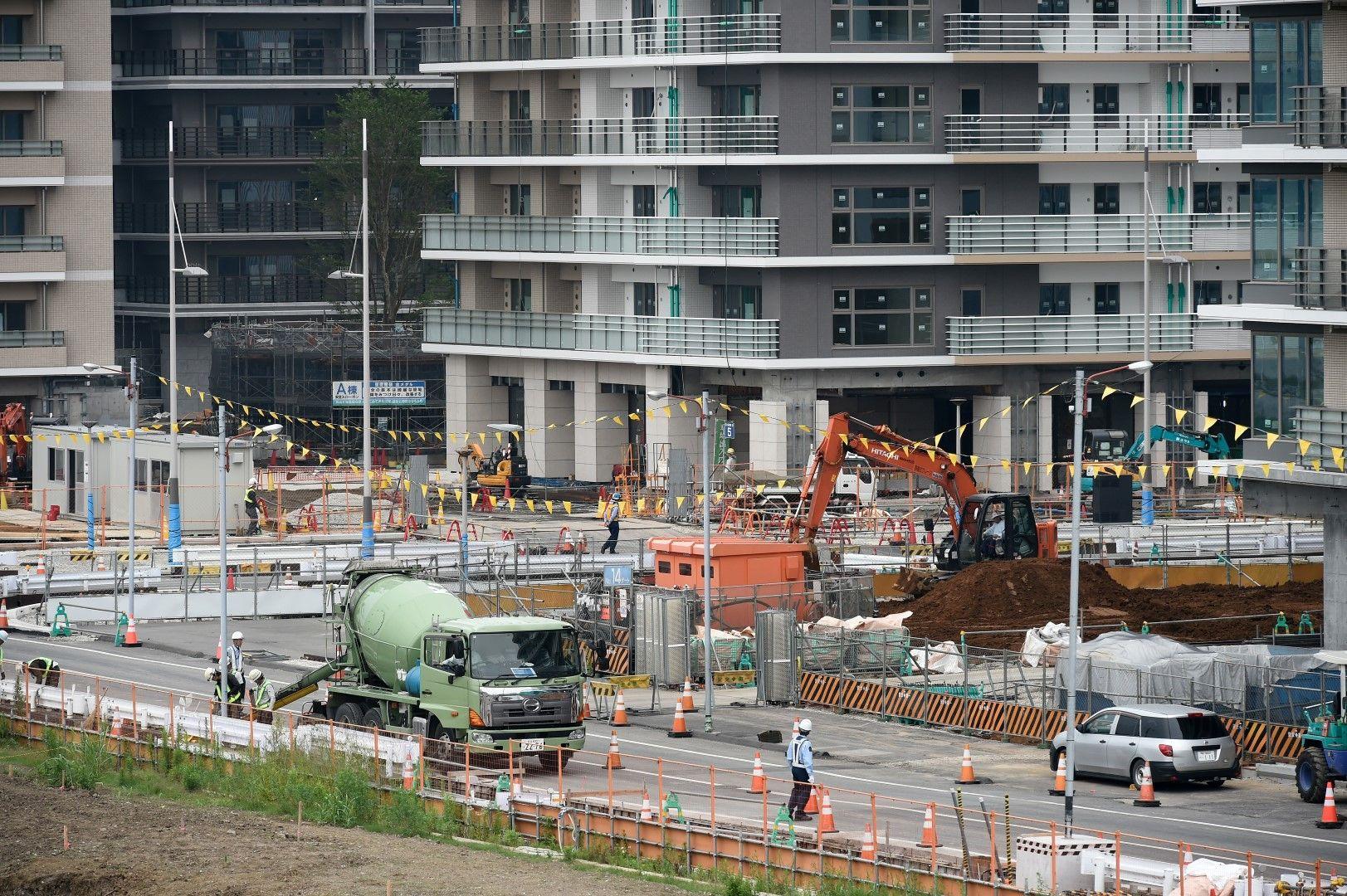 На места центъра на Токио е като строителна площадка, защото повечето арени за игрите са тук