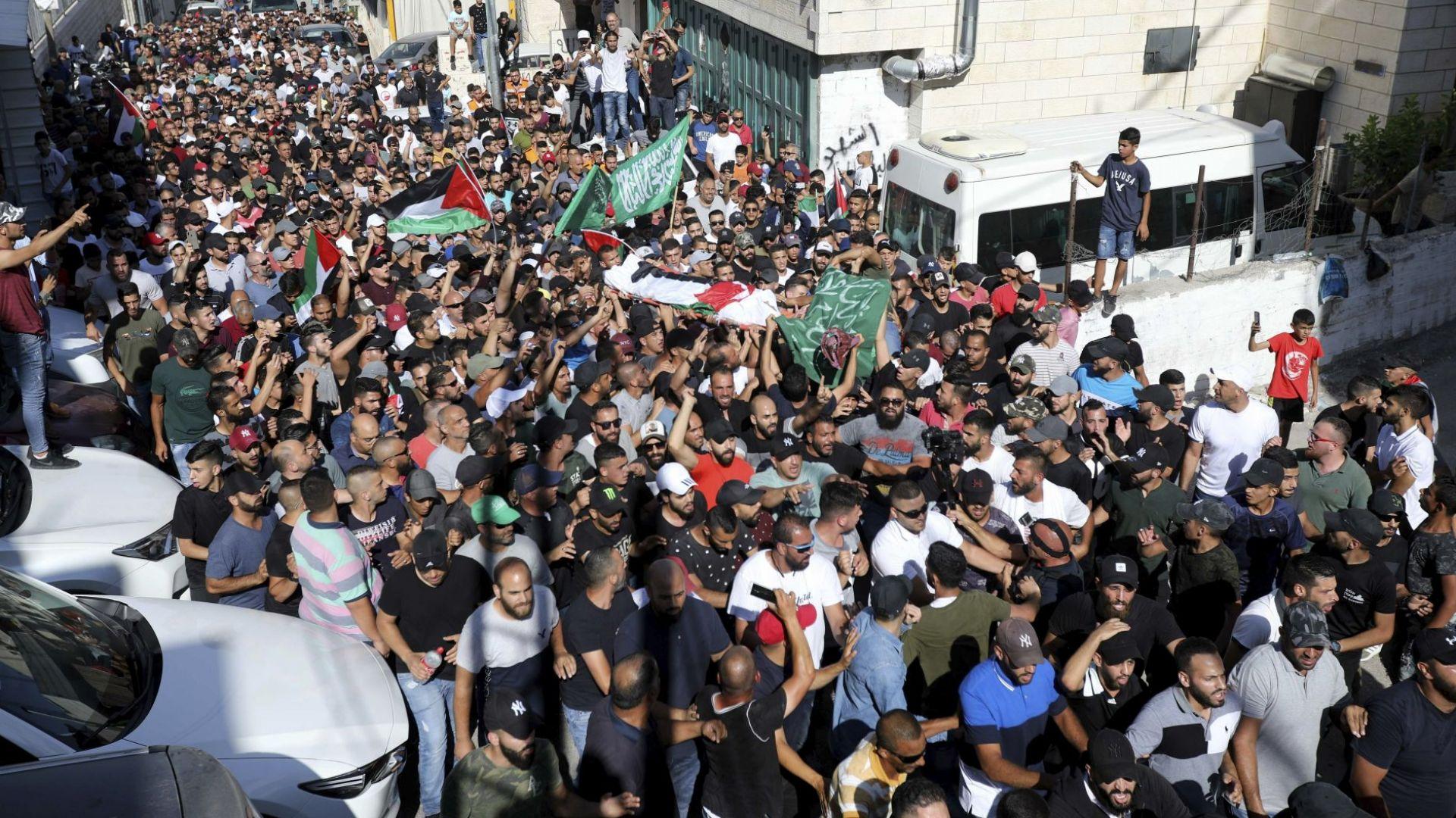 Близо 150 ранени след протест, предизвикан от убийство на младеж в Израел