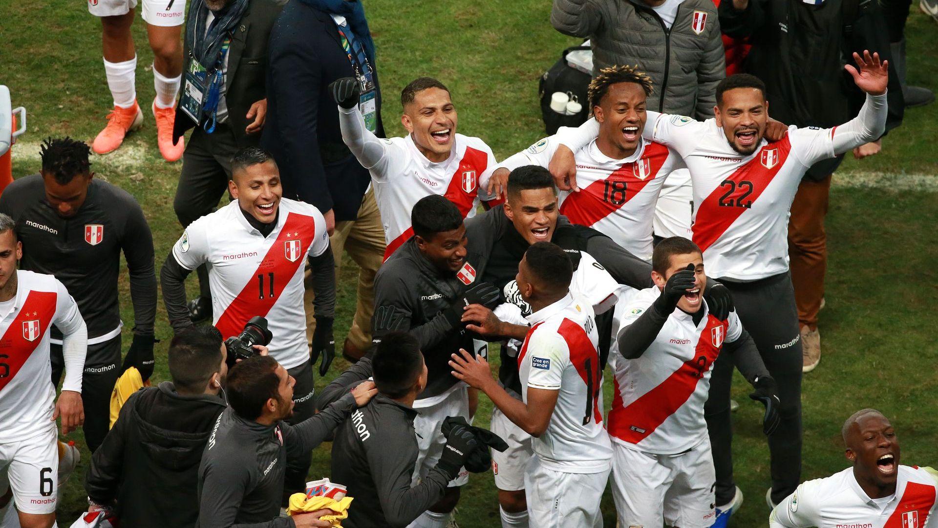 Шокова терапия смрази шампиона, Бразилия се усмихва за финала