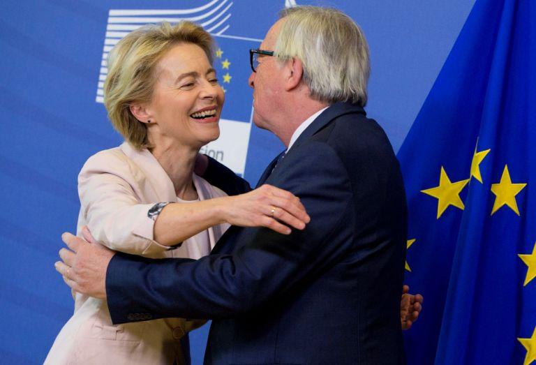 Жан-Клод Юнкер посрещна Урсула фон дер Лайен в щаб квартирата на ЕК в Брюксел, 4 юли