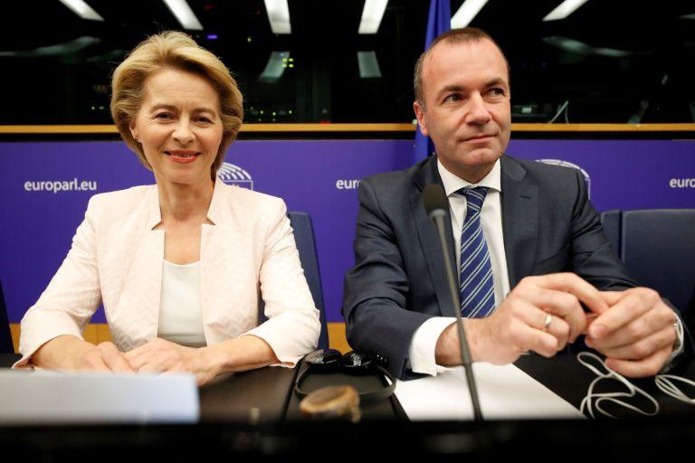Урсула фон дер Лайен и Мартин Вебер - председател на групата на десницата в ЕП, заедно в Европейския парламент