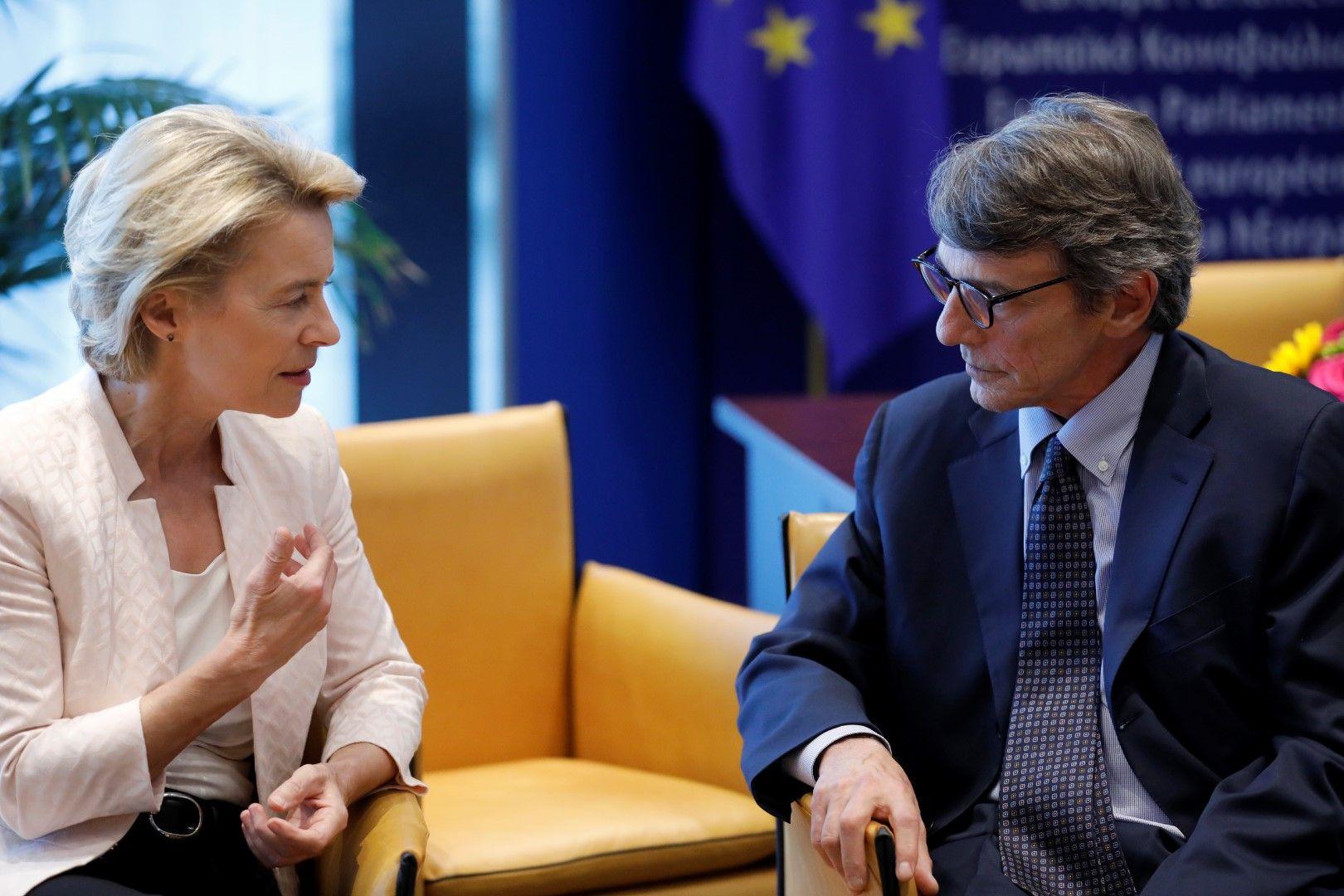 Урсула фон дер Лайен разговаря с новоизбрания председател на Европарламента Давид Сасоли