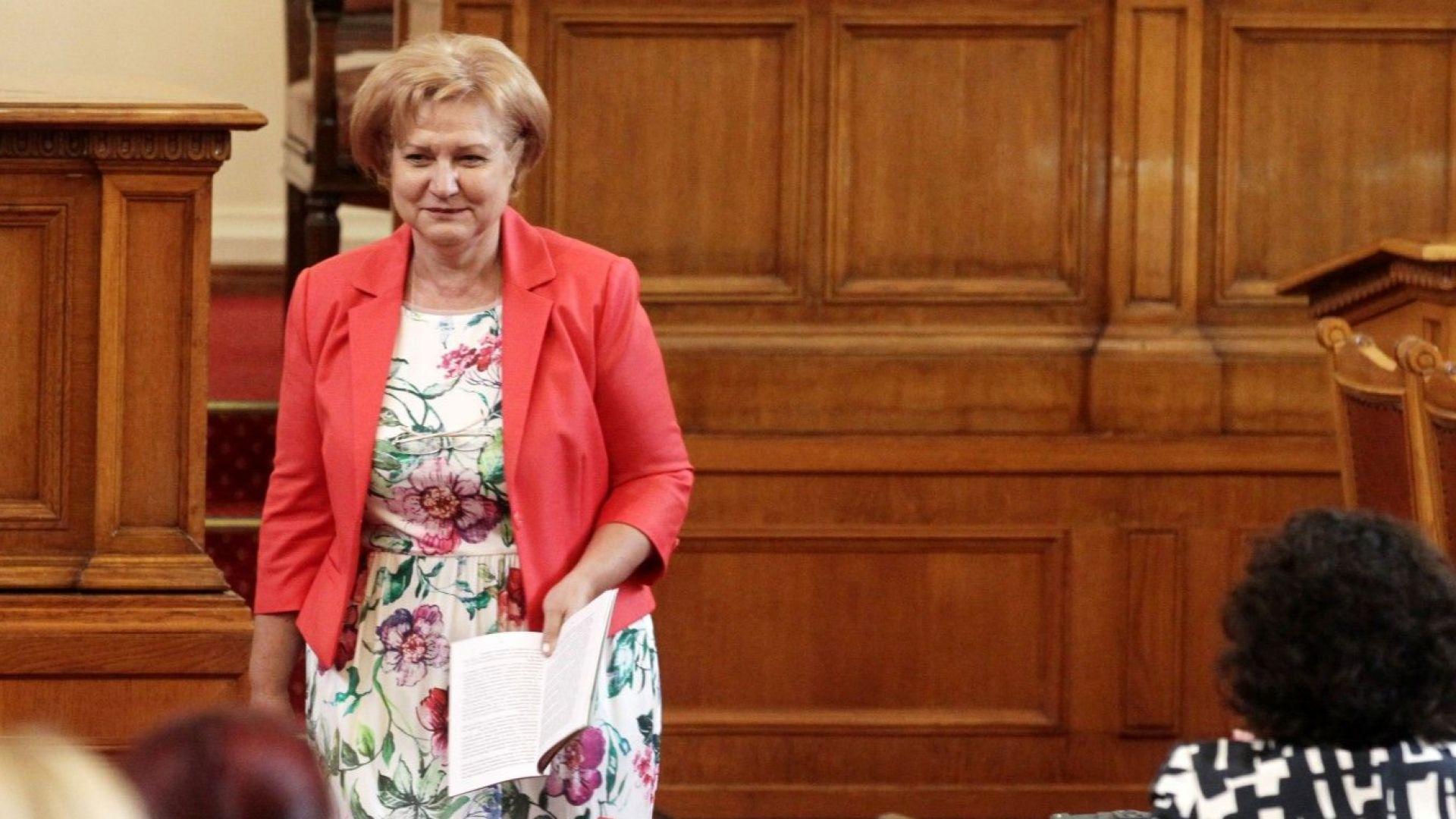 Менда Стоянова: По стар комунистически обичай БСП иска да експроприира чужди пари