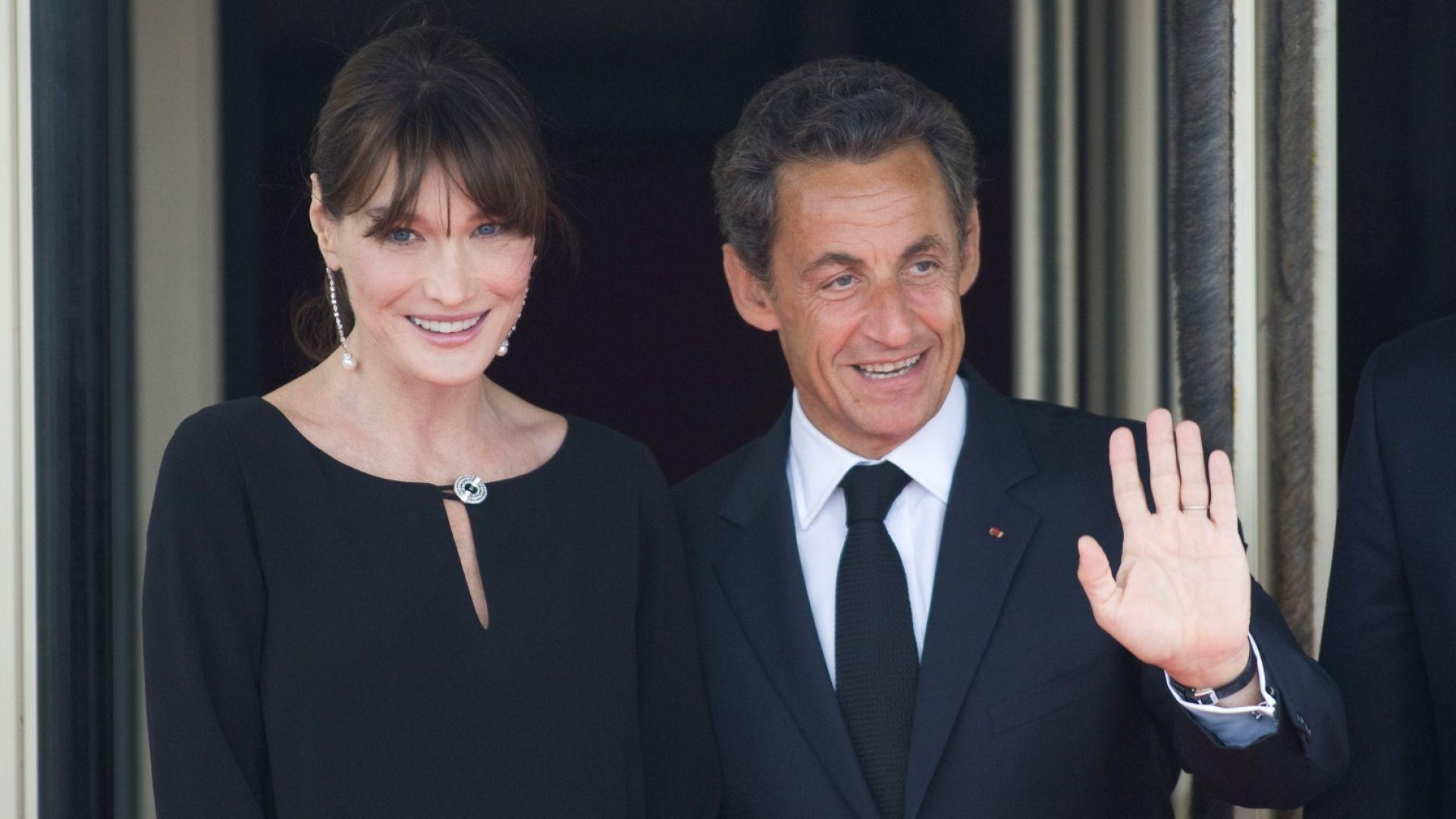 """Никола Саркози се оказа по-висок от Карла Бруни на корицата на """"Пари мач"""""""