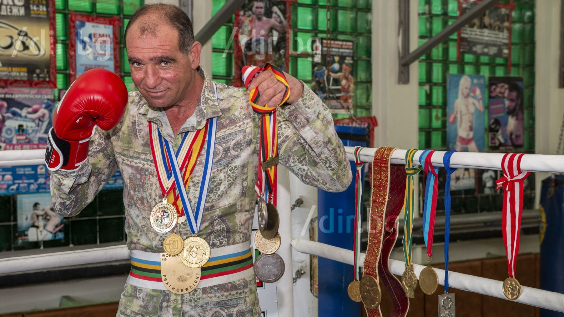 Неподражаемият Серафим Тодоров на 50: Триумфи, болка и живот като за филм
