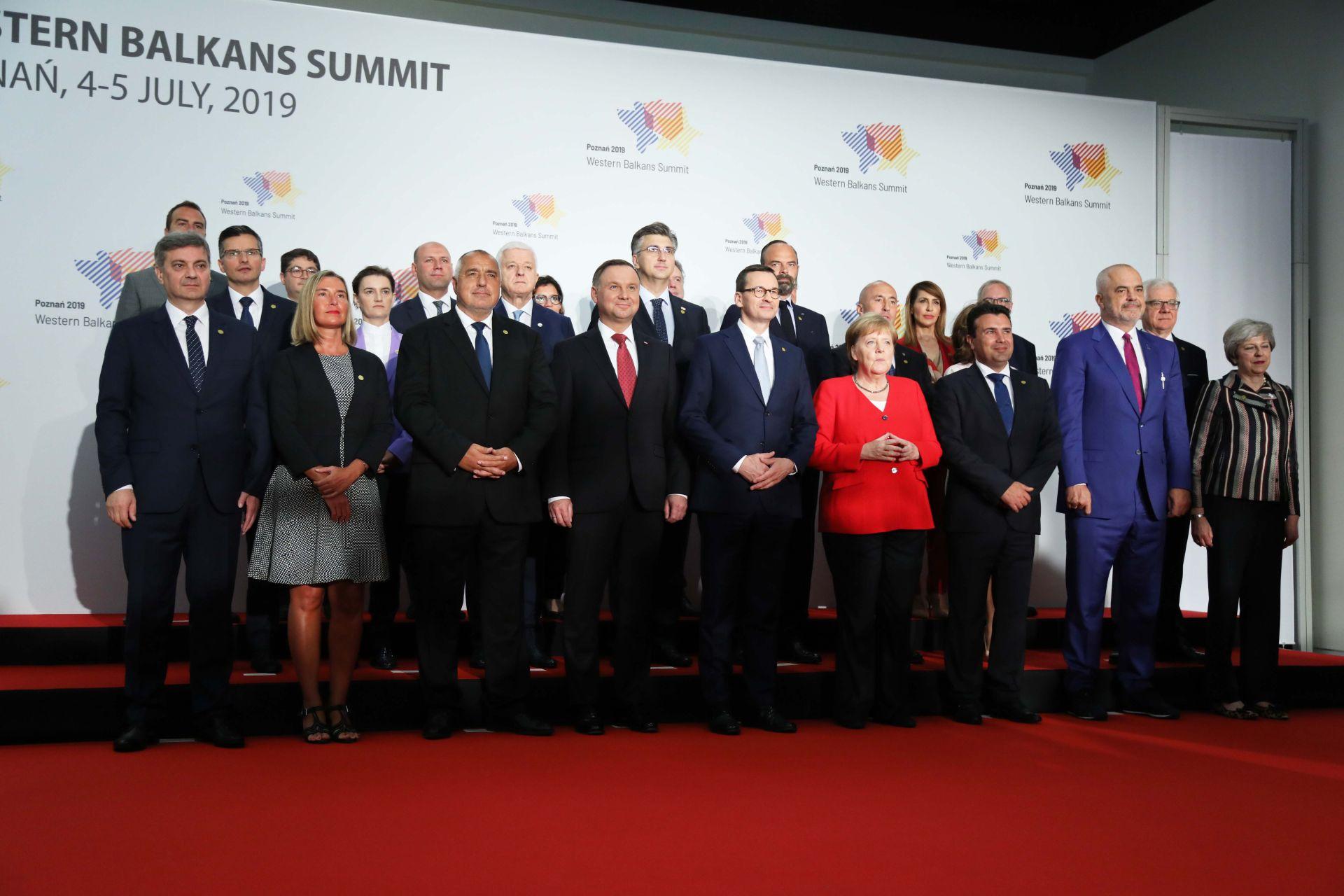Българският премиер с останалите лидери, които участват в срещата