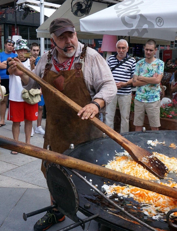 Ути използва био производство за ястието, което наподобява паеля
