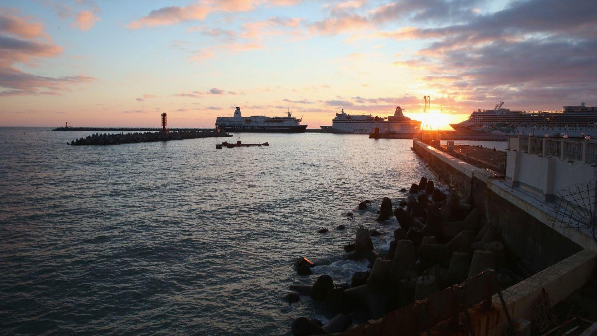 Двама загинаха при преобръщане на руски кораб с туристи