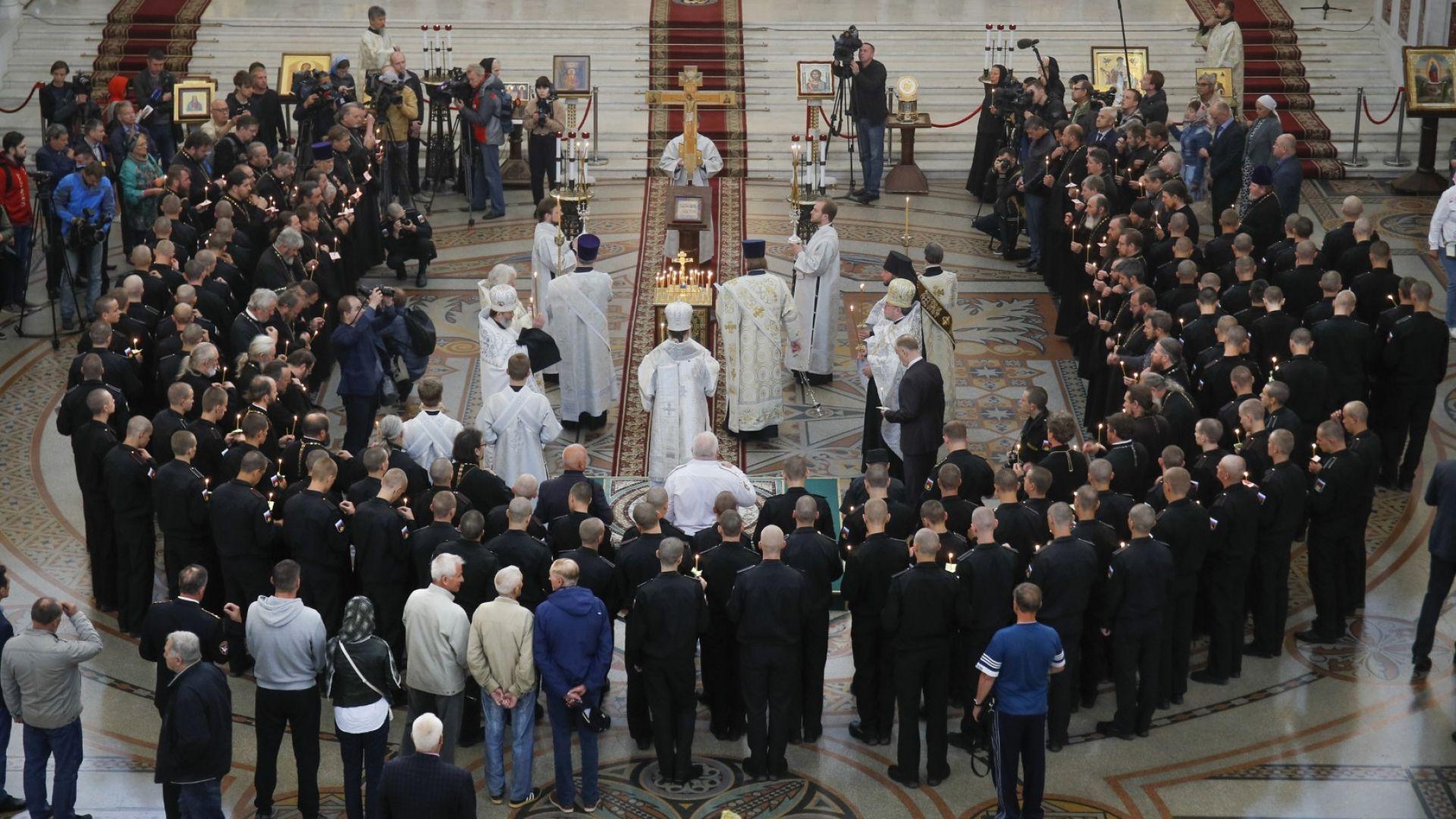 Погребаха 14-те моряци, загинали в запалилия се руски подводен апарат