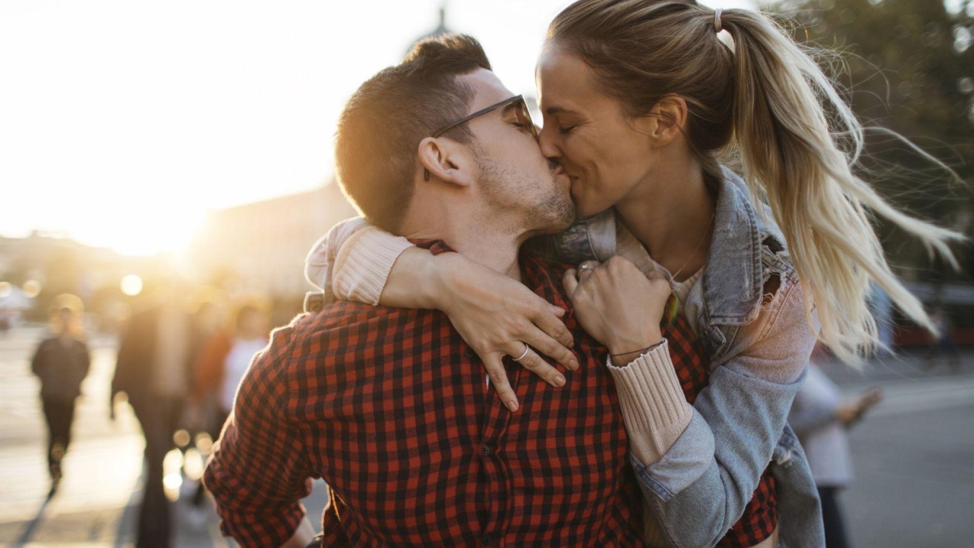 Целувките успокояват и още интересни факти за тях