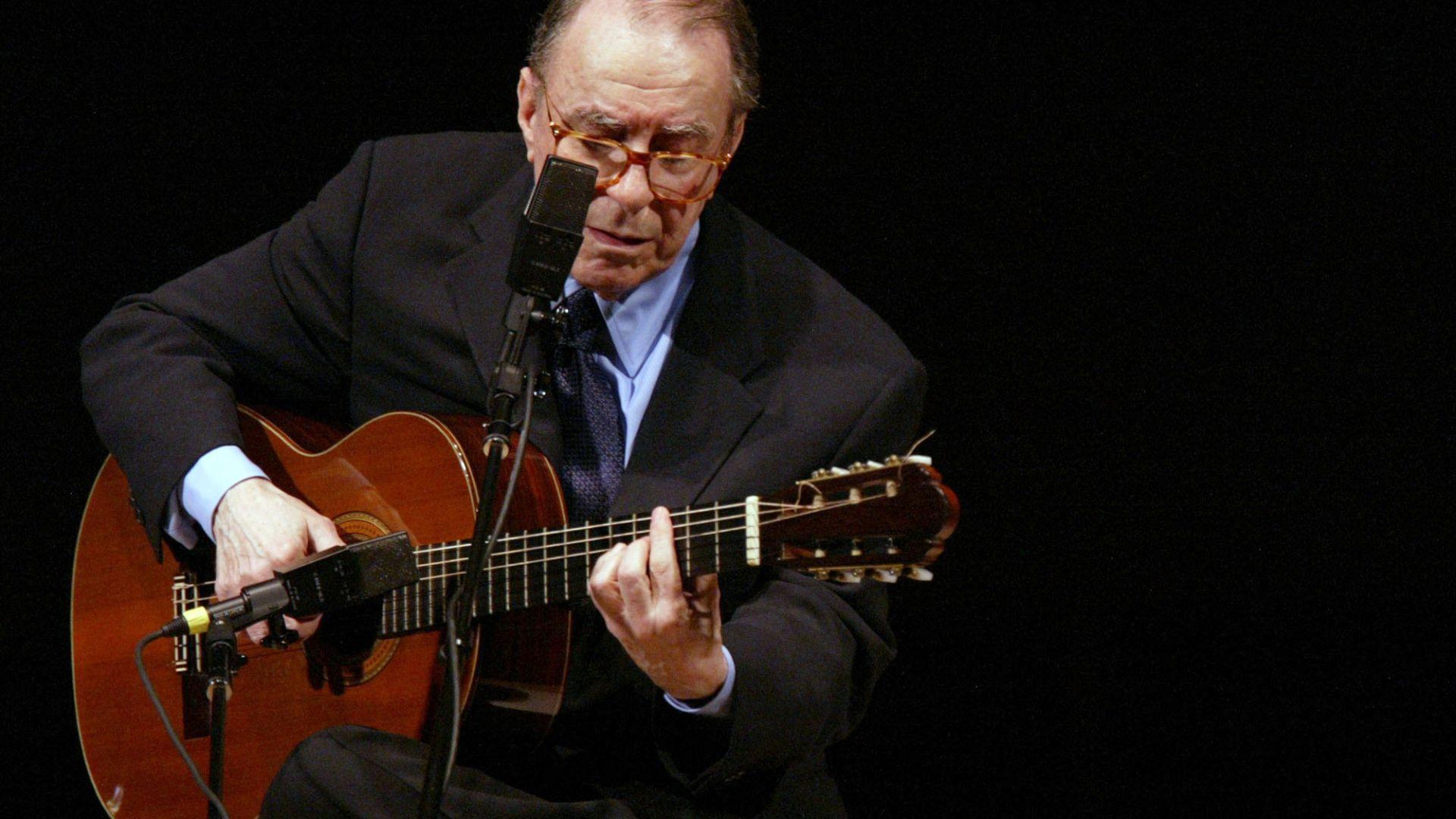 """""""Бащата"""" на боса новата Жоао Жилберто почина на 88-годишна възраст"""