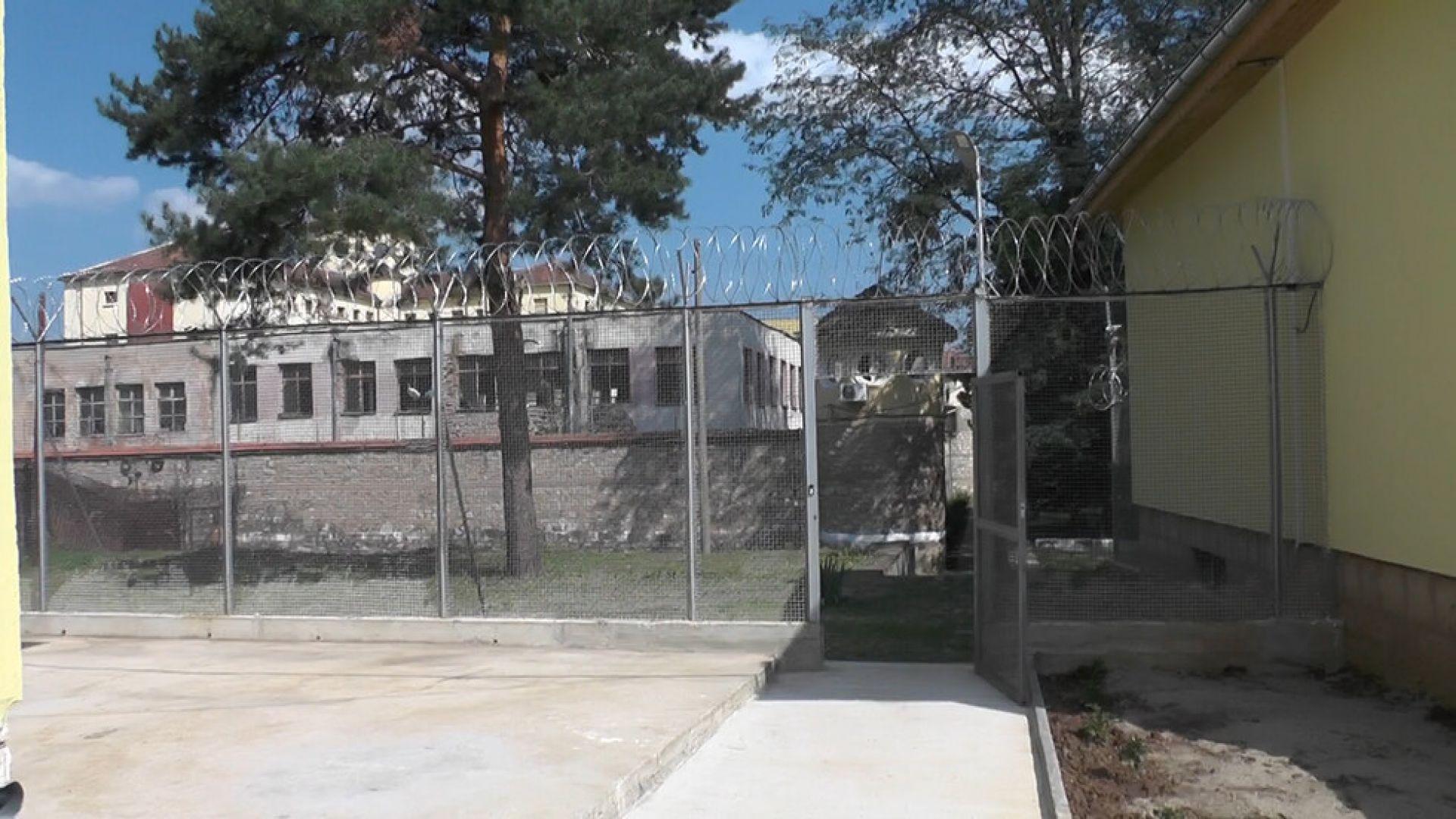 Трима избягаха от затвора за непълнолетни във Враца, заловиха ги след катастрофа