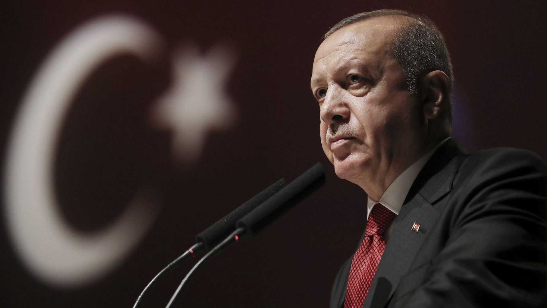 Ердоган свалил шефа на централната банка, защото отказал да намали лихвите