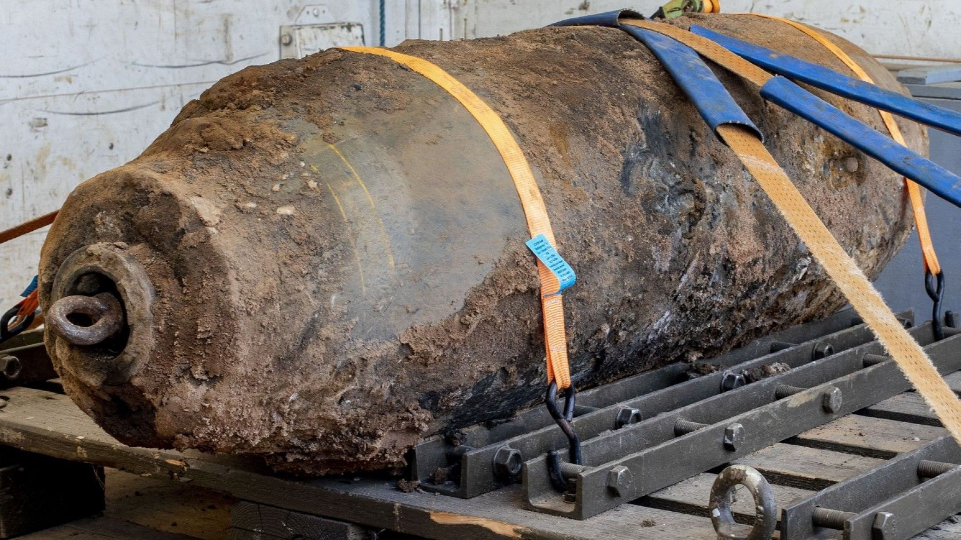 Обезвредиха 500-килограмова US бомба от ВСВ до Европейската централна банка
