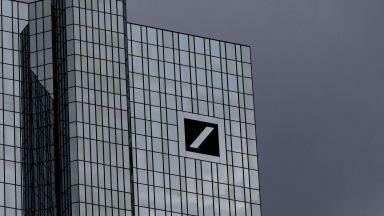 Дойче банк кара мениджъри да се откажат от една заплата