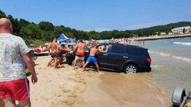 Джип затъна в пясъка на плаж Перла, глобяват концесионера