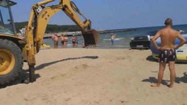 Собственикът на затъналия джип на плажа: Разрешиха ми, само така можех да пусна джета в морето