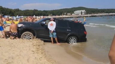"""Джипът, който затъна на плажа """"Перла"""", карал през пясъка с мръсна газ"""
