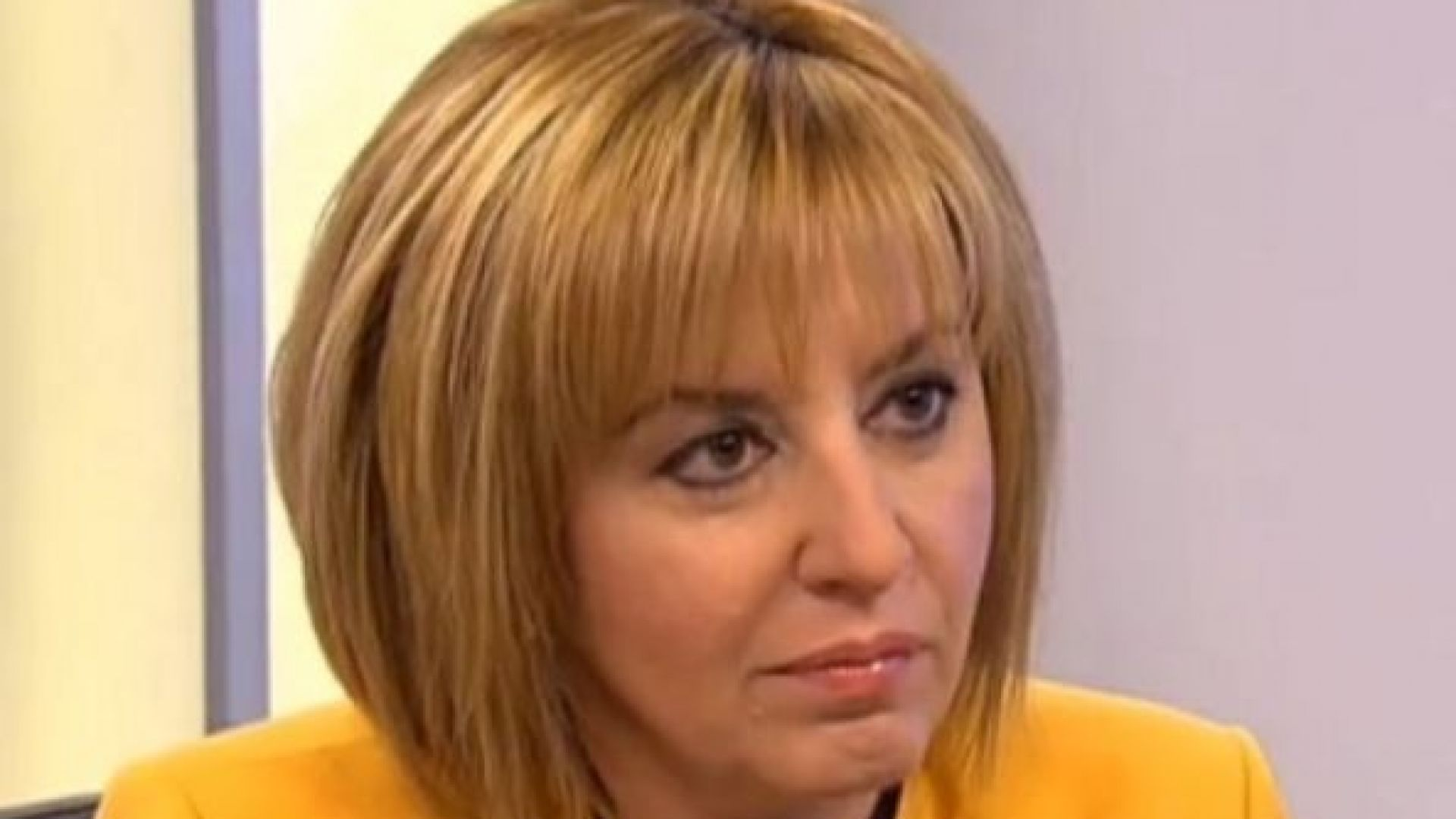 Манолова към членовете на ЦИК: Решихте летните си отпуски, но бавите подготовката на изборите