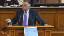 Антон Кутев: Корнелия Нинова изпусна контрола върху групата, има разцепление