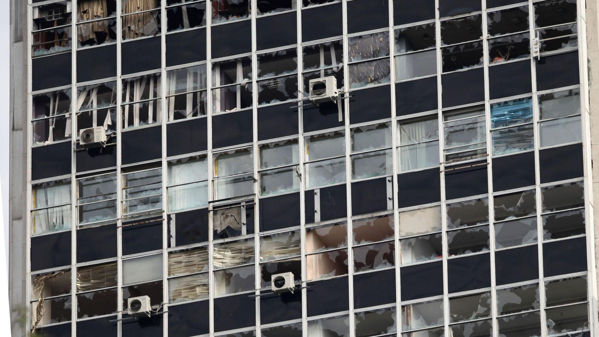 Убит човек, над 50 хиляди потрошени коли, стотици счупени прозорци