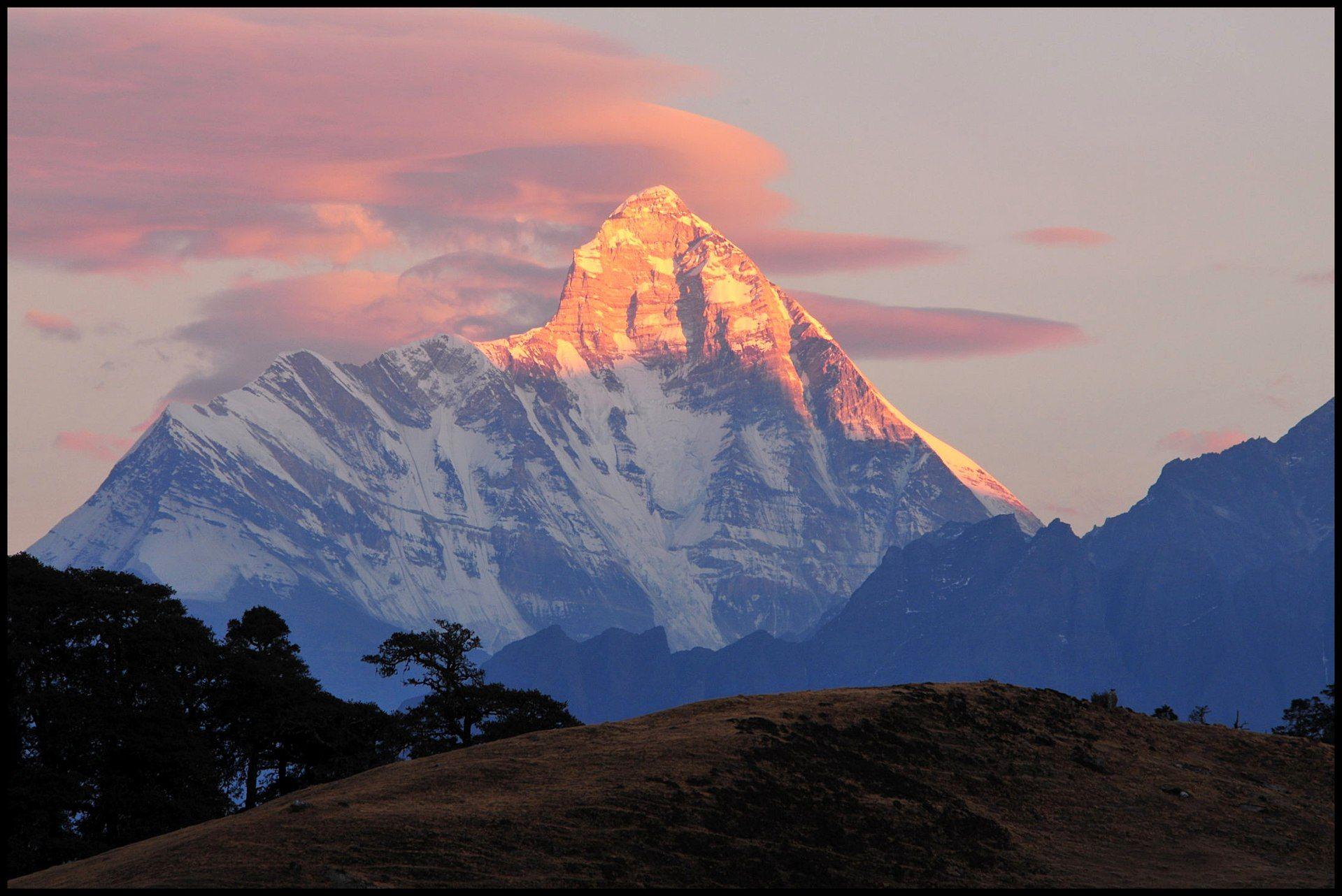 Върховете на Нанда Деви са красиви, но труднодостъпни