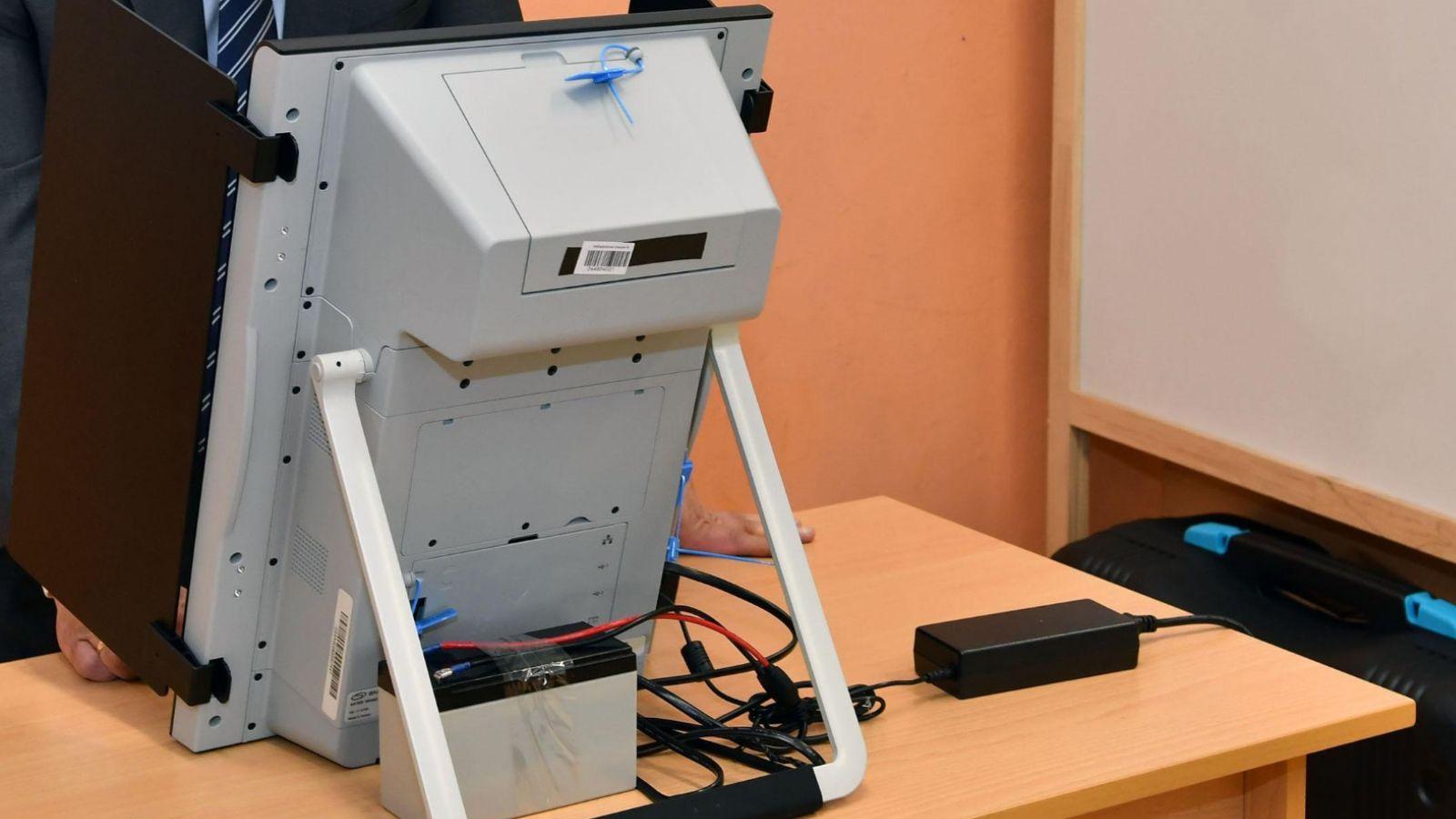 За и против: Да запазим ли машинното гласуване?