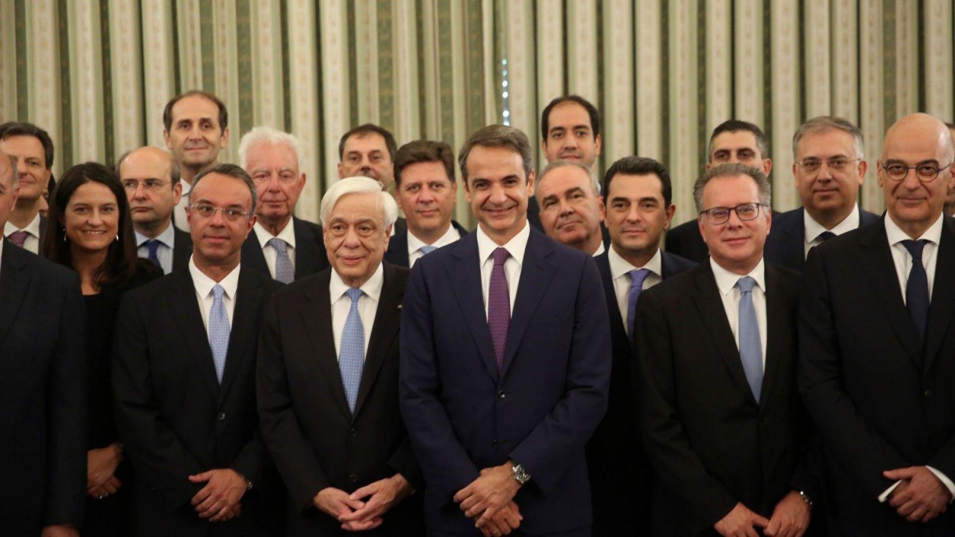 Новото правителство на Гърция положи клетва, кредиторите не го пожалиха