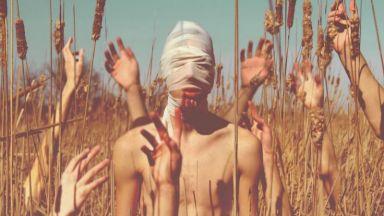 Сюрреалистични автопортрети, които те карат да настръхнеш