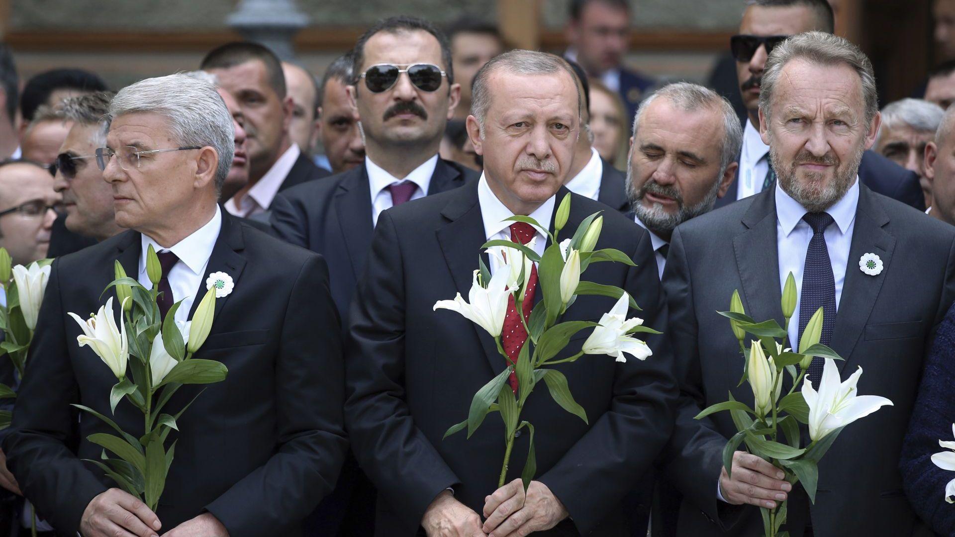 Идентифицираха нови жертви 24 години след клането в Сребреница