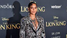 """Бионсе впечатли с бляскава рокля-сако на премиерата на """"Цар Лъв"""""""