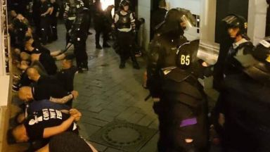 Фенове на Левски се биха с поляци и холандци в Братислава, има 80 арестувани (видео)