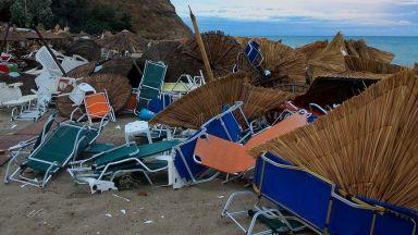 Разрушения и смърт остави след себе си ураганът в Северна Гърция (видео/снимки)