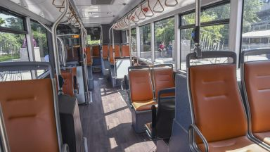 Промениха маршрутите на два автобуса заради блокадата на Орлов мост