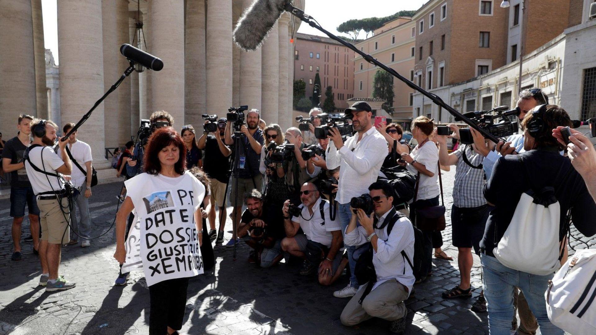 Протестираща поиска правосъдие за Емануела