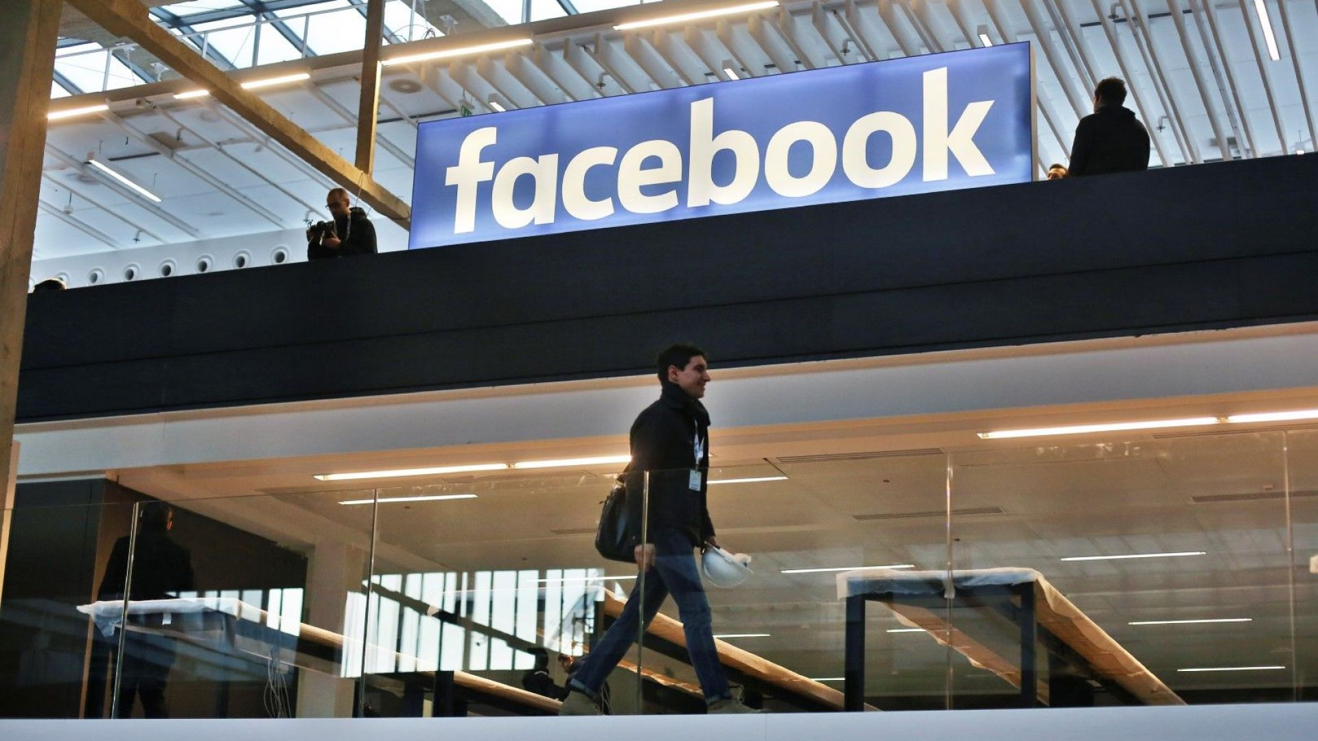 """Фейсбук премахна стотици акаунти заради """"координирано неавтентично поведение"""""""