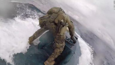 US командоси щурмуваха подводница с тонове кокаин (видео)