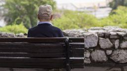 Вдигат пенсиите поне с 6%