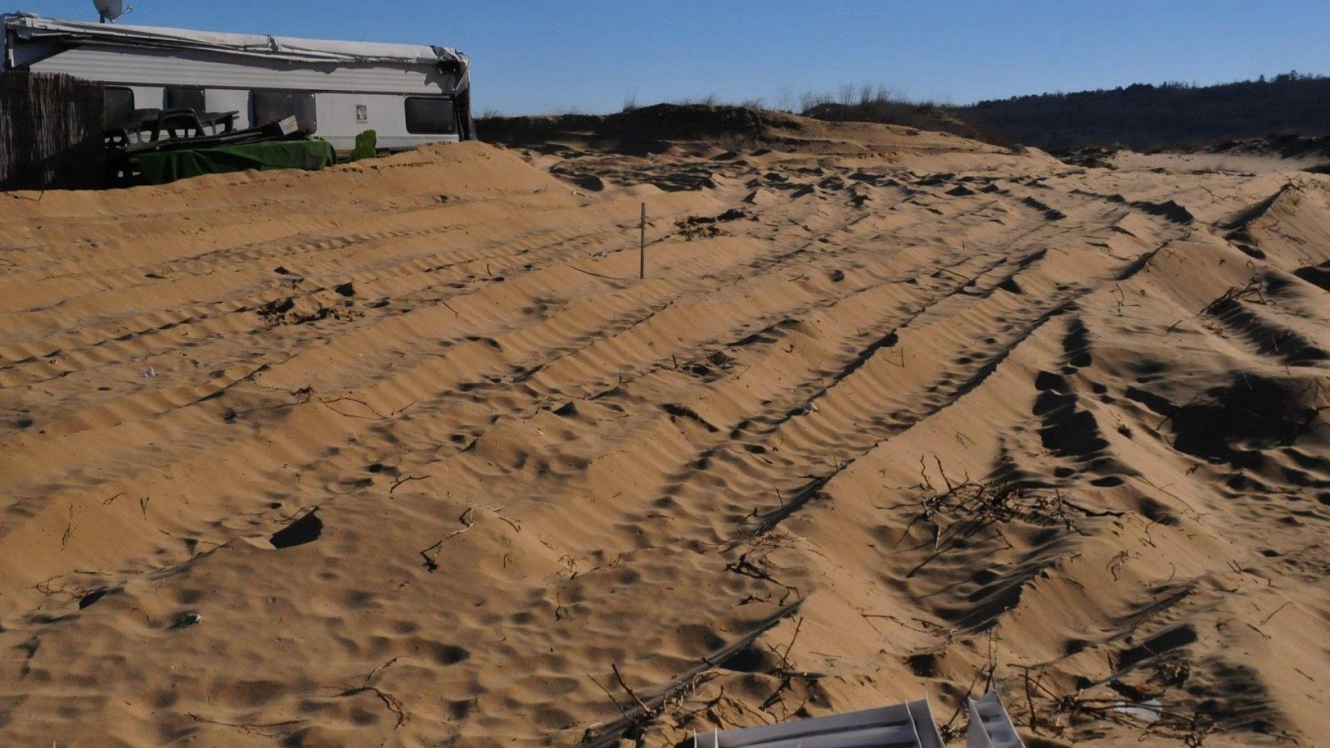 Дават на съд двама, унищожили дюни на Каваците