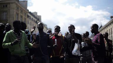 Стотици мигранти щурмуваха Пантеона в Париж