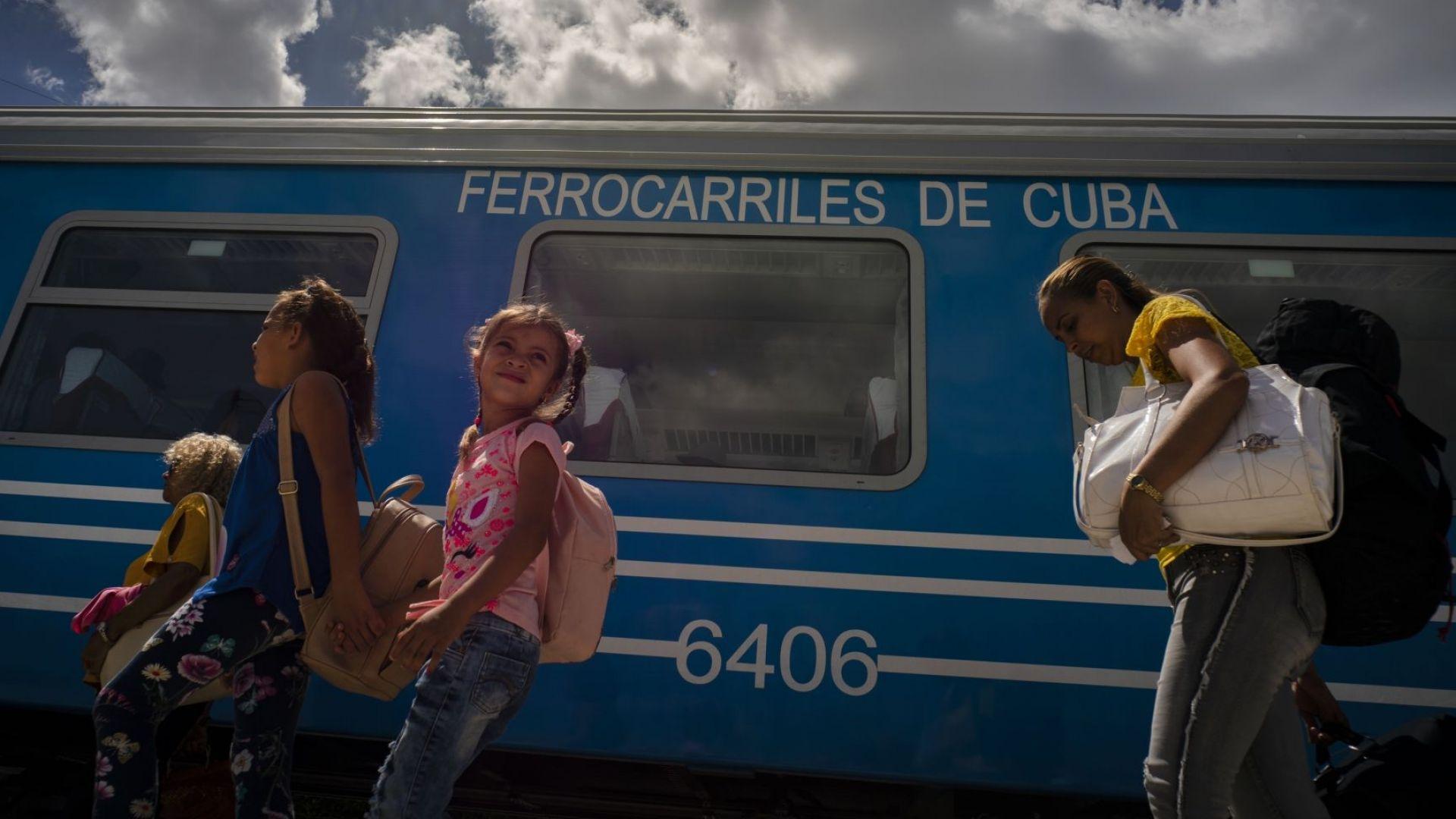 В Куба потегли на път първият нов влак от 40 г. (видео)