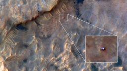 """НАСА публикува снимка на """"Кюриосити"""", направена от марсианска орбита"""