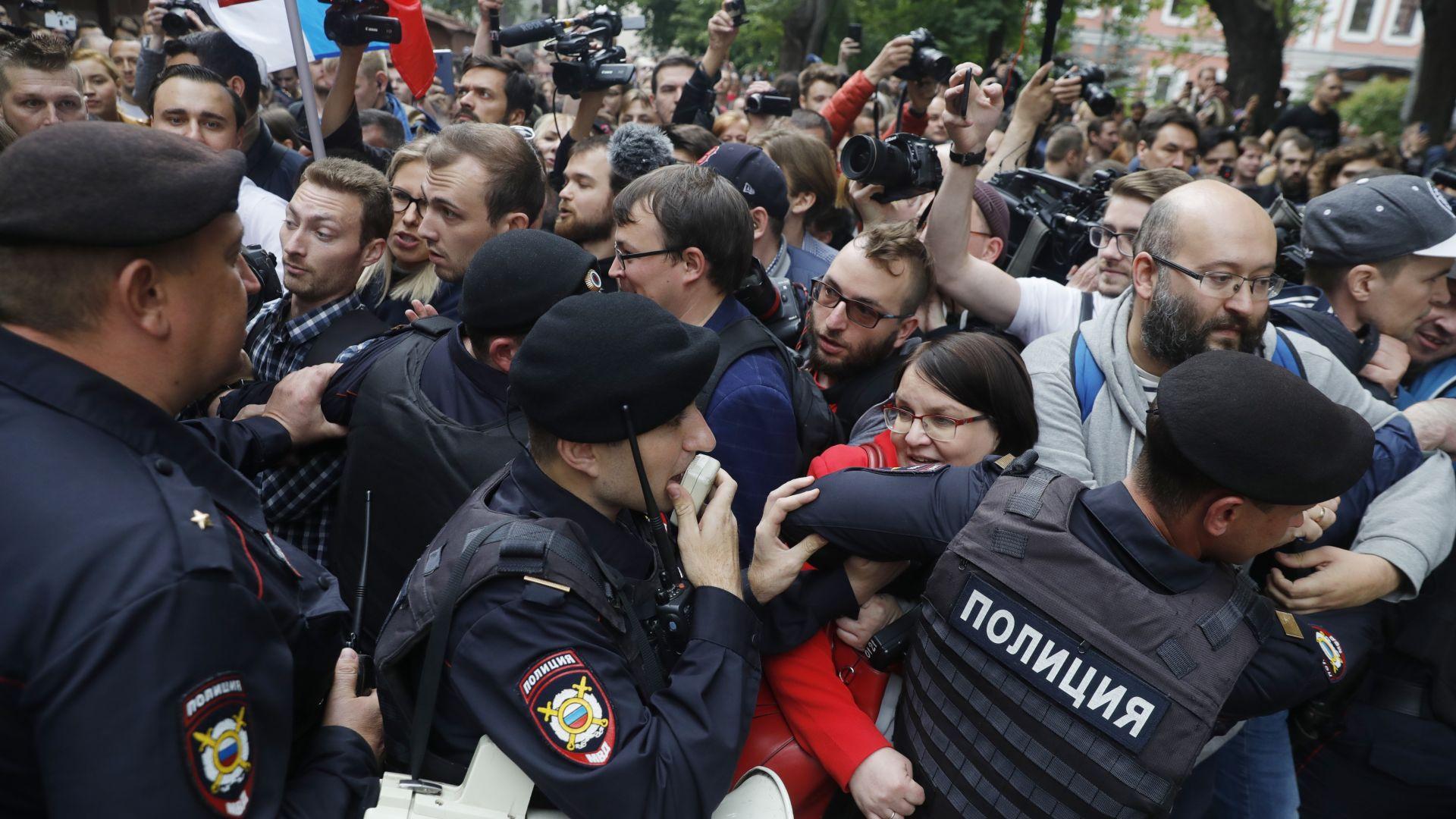 Протести в Москва заради изключването на опозицията от градски парламент