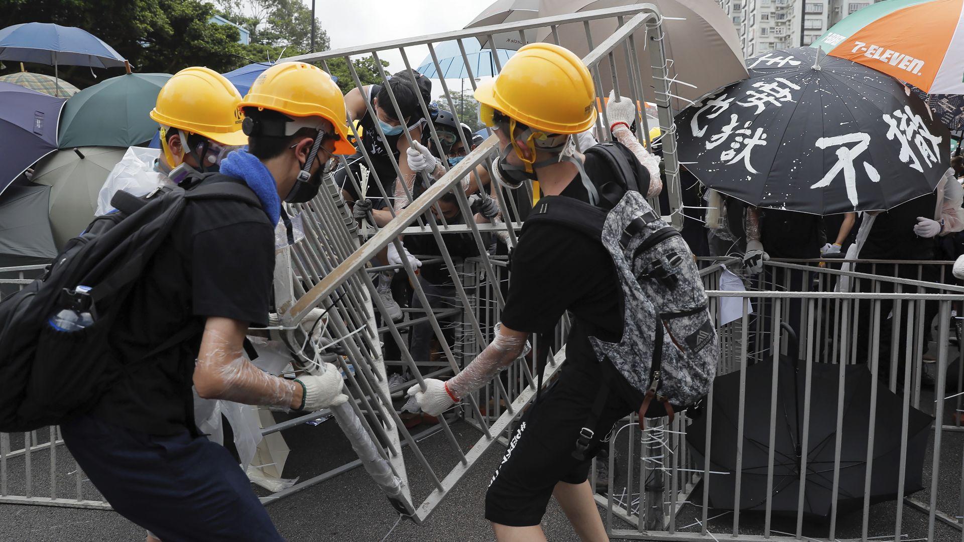 Десетки хиляди жители на Хонконг се събраха в предградието Ша