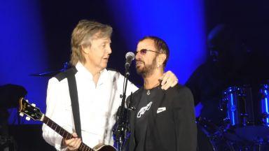 Ринго Стар изненадващо се включи в концерт на Пол Маккартни