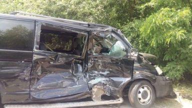 Кортежът на Зеленски предизвика катастрофа с автобус с деца