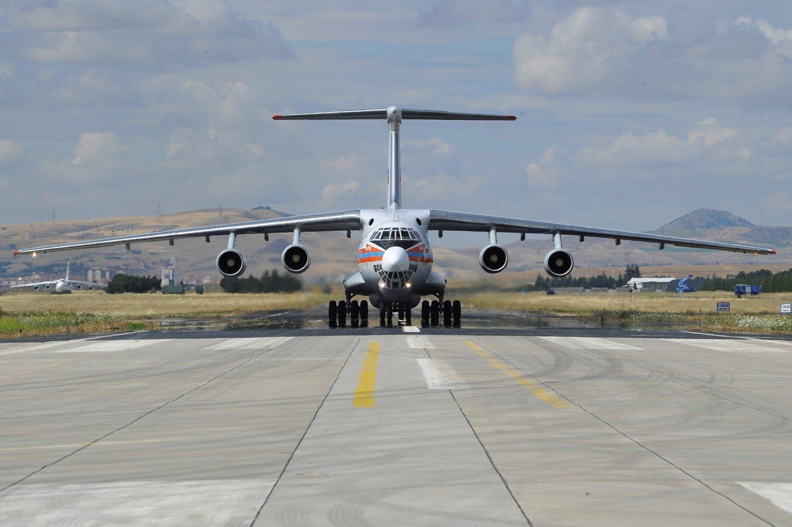 """Товарен самолет """"Антонов"""" доствя на военното летище в Анкара части от ракетните системи С-400, 12 юли 2019 г."""